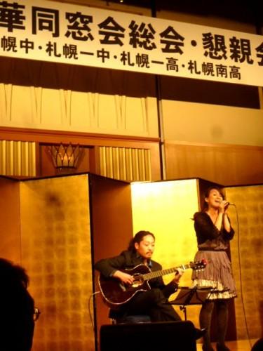 ステージでは同窓のプロミュージシャン二人、山木将兵くんと横尾美穂さん