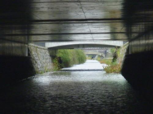 川下はまっすぐ北へゆっくり下る