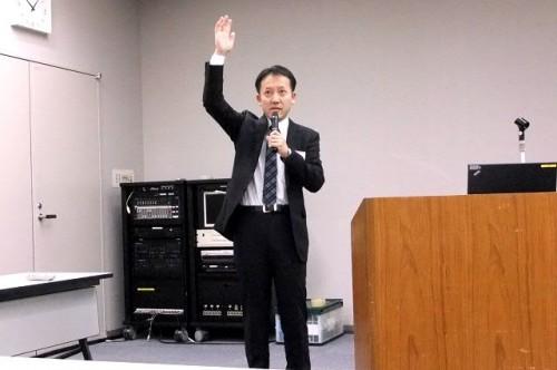 熱弁をふるう根本昌宏先生