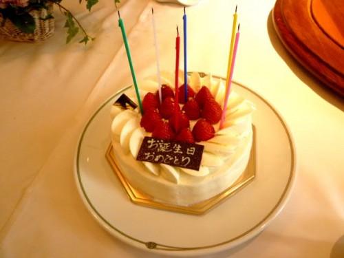 久しぶりの誕生祝いのケーキです