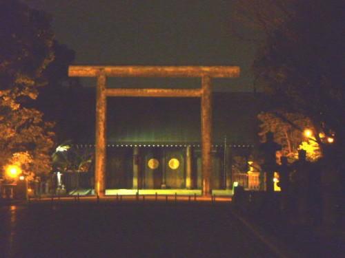 夜の靖国神社参道