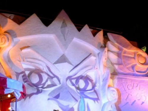 背景の雪像:豊かな表現