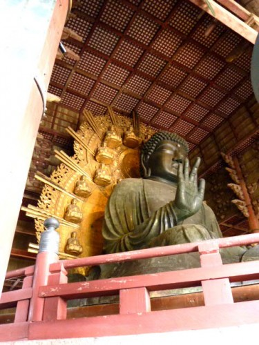 背景の仏像は実は大きさを変えている、天井の一マスの大きさも