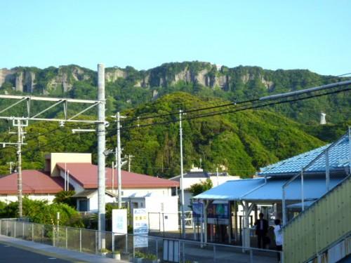 駅から鋸山方面を眺めて
