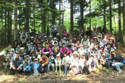 学校林の碑、全員集合