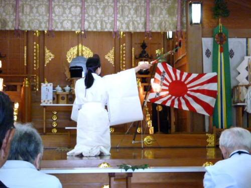 護国神社神殿での祭事:奉納の舞い