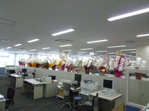 広いワンフロアーの事務室