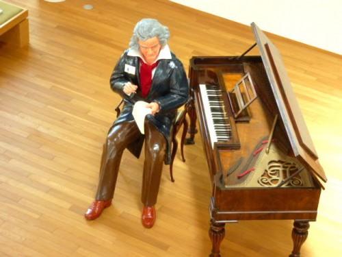 今年はあらたにベートーベンも「入社」!