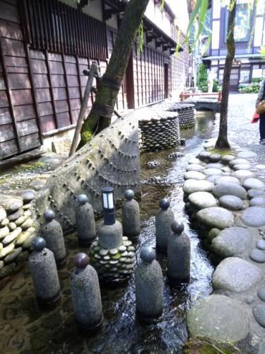 街の中小路の疎水
