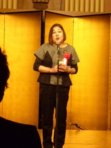 副会長・和田由美さん(南18期)による祝杯!