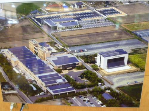 山田養蜂場の敷地全般に太陽光パネルが!