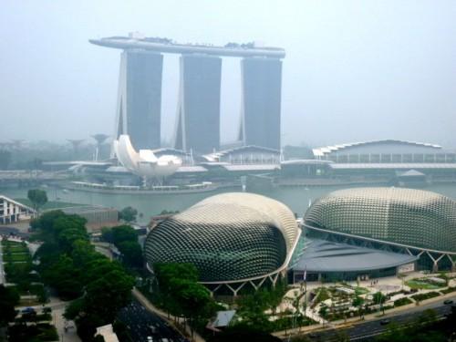 巨大な空中庭園が正面に
