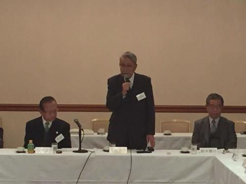 開会のご挨拶をする太田理事長(中央)、左・金沢俊弘専務理事、右・鈴木勝治専務理事