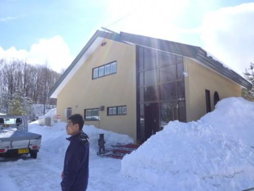 木造の宿泊施設も備えるオフィス
