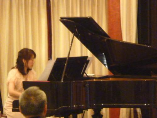 ピアノは辻千絵さん