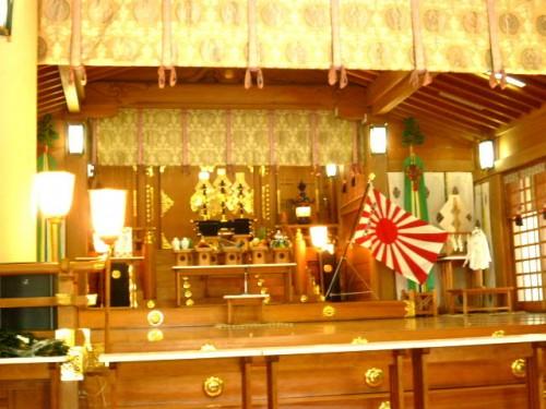 札幌護国神社本殿で