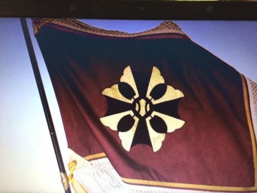 記念DVDより校章、校旗