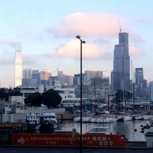 香港島から九龍地区を臨む