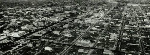 昭和30年代の南1条・大通界隈(西から東方面を望む)HPより