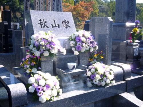 緑山霊園のお墓にも献花