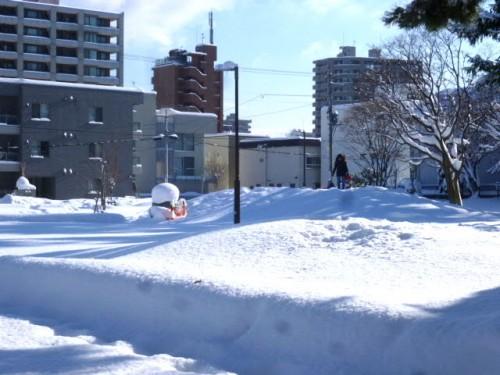 円山公園の「母子像・ふるさと」も冬仕様?