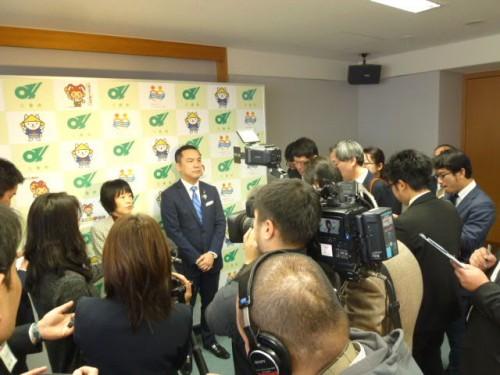 三重県庁で鈴木知事と懇談後の記者会見