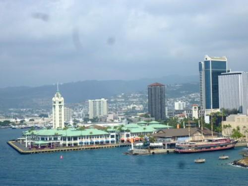 船上からアロハタワー・真珠湾方面を