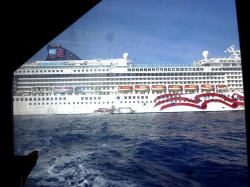 約100人が乗り込んで5分程度で桟橋へ