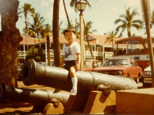 36年前のラハイナで、長男3歳!後ろのホテルが