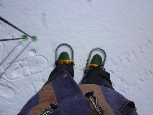 私も昨年買ったカンジキ、スキー用ストックで完全武装!