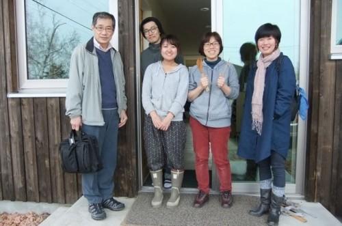 右端が代表の坂本純科さん