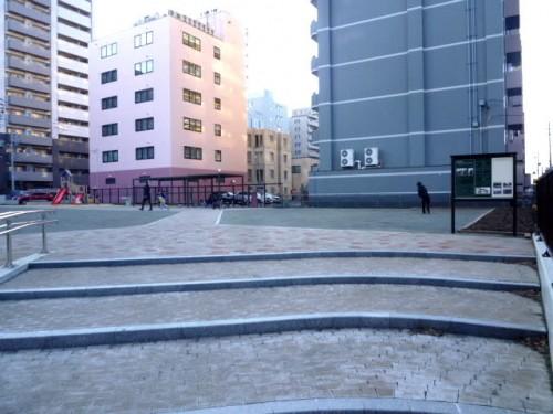 記念館予定敷地と公園の柵も取り払われて