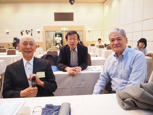 開始前に前田三郎さま、秋山財団の宮原常務理事、前田一歩園の新井田理事長
