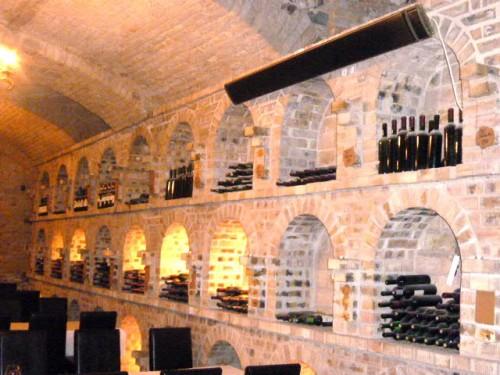 壁面には年代別ハンガリーワインが