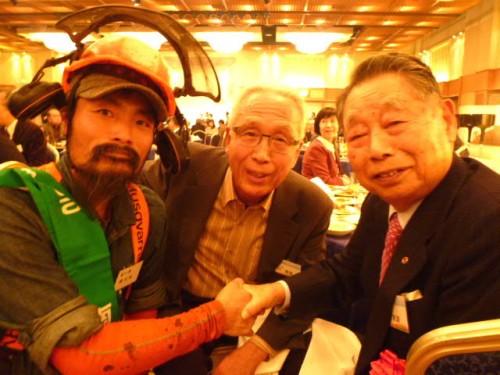 大先輩の右・横山末雄さんと中央・古川吉雄さん、左はテレビでもお馴染みの林業家・陣内雄さん!