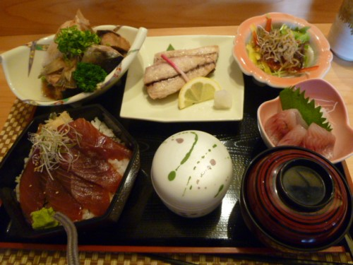館山市、すし屋の昼食