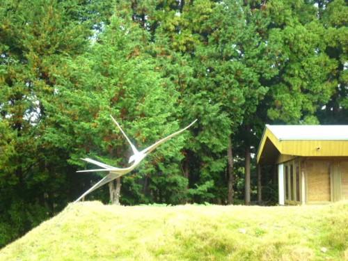 お墓の希望の鶴のステンレス像