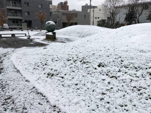 昨年暮れ、札幌の初雪