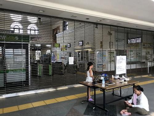 JR館山駅、電車は終日運休、充電サービスが