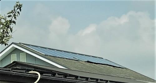 屋根の太陽光温熱器下部のめくれ?