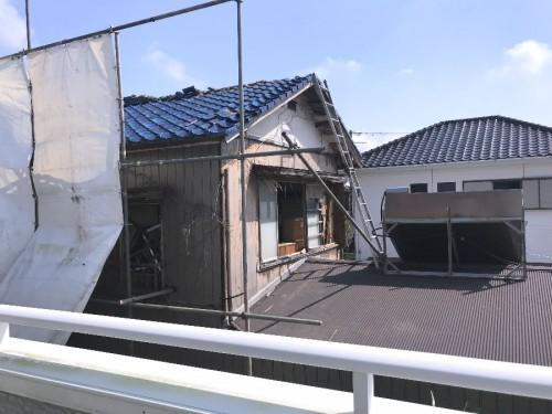 南隣のお家、二階のガラスも割れて
