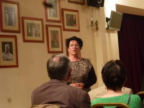 ハンガリー国立歌劇場元オペラ歌手のユタ・ボコールさんの解説も