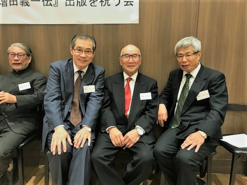 右から作家の青山淳平さん、中野さん、私、小笠原さん