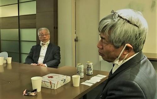 青山淳平さん(右)と理事長の松井博和先生