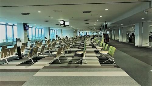 新千歳空港ロビーも閑散と