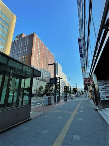 駅前通りグランドホテル横