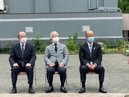 右から 社長、松井理事長、横田副学長