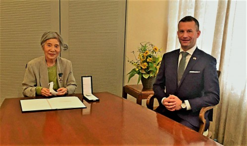 右・パラノビチハンガリー駐日全権大使、左・ちよさん